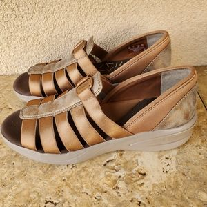 Bzees Bronze Frenzy Sandals. Size 8. New.